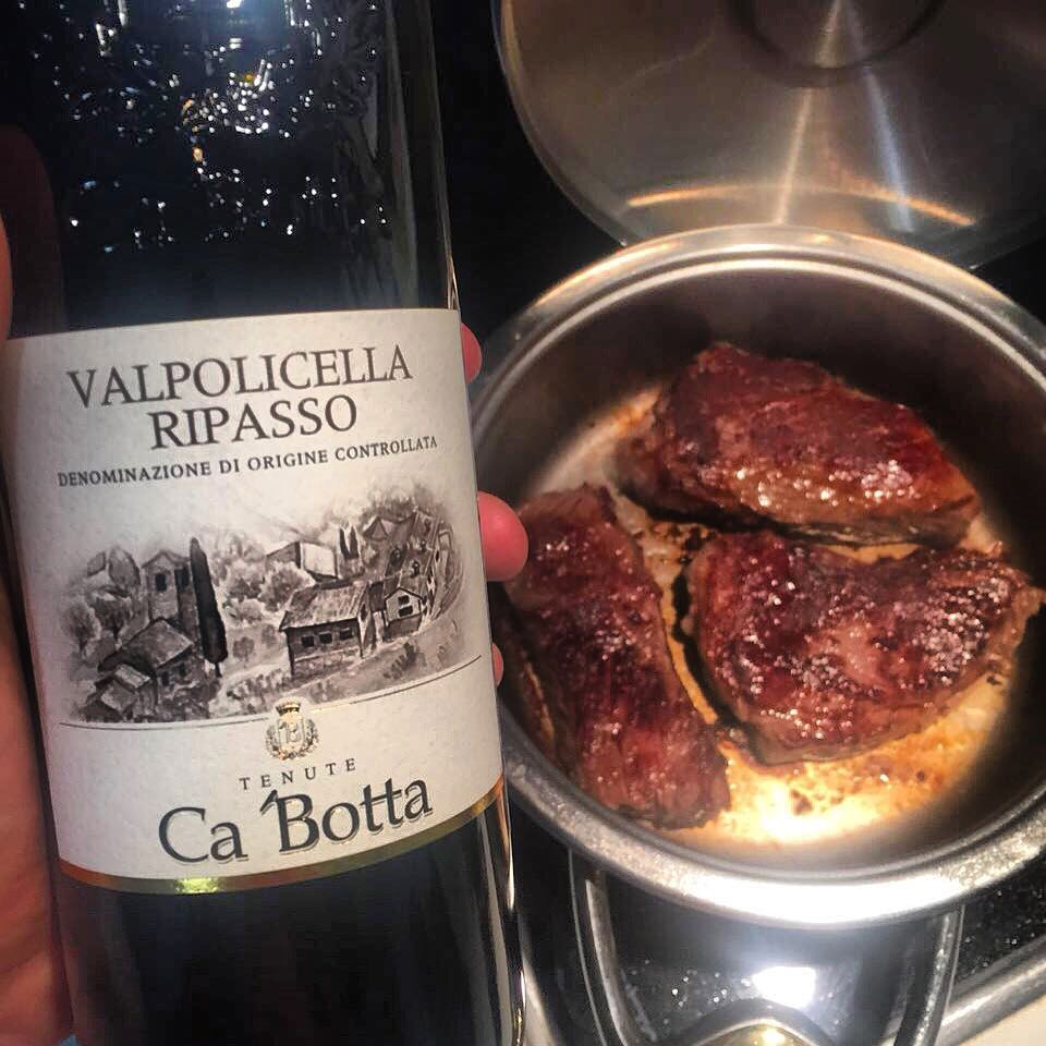 A perfect wine for the weekend: Valpolicella Ripasso Ca'Botta from dried grapes. The wine is full, powerful, noble. Leather, chocolate and ripe berries. Excellent with meat, game and aged cheeses. Each bottle contains 1.8kg of fresh grapes