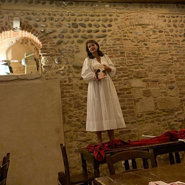 Anna di  #veronatopguide e  #Cabotta a #Verona medioevo